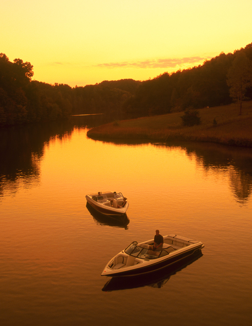 adv_mosrie_web_012_sunset_boats